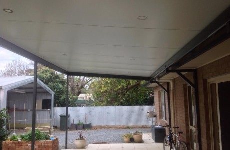 Reverse skillion verandah with roof sheeting